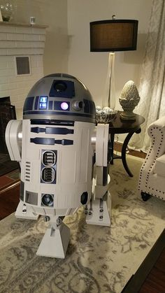 Learn how to build your own and join a dedicated community of Makers bringing Star Wars astromech droids to life. This comprehensive guide will get you started! Star Wars Decor, Star Wars Fan Art, Star Trek, Star Wars Halloween, Halloween Costumes For Kids, R2d2 Builders Club, Fantasy Star, Star Wars Spaceships, Video Game Rooms