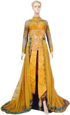 Bahan : Tile polos – batik Payet : Hallon Detail : Rok ekor batik – tille – rok list tumpal depan – ekor lebar – krah shanghai – kebaya cup Ukuran : All size Harga : Rp. 1.200.000,00 Stok : 2