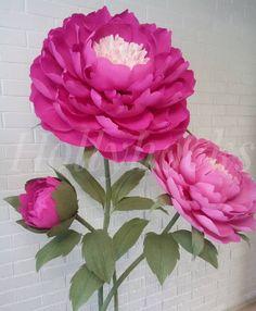 Crepe Paper Flowers Tutorial, Crepe Paper Roses, Paper Flowers Craft, Flower Crafts, Paper Crafts, Paper Bouquet, Giant Paper Flowers, Diy Wedding Flowers, Sugar Flowers