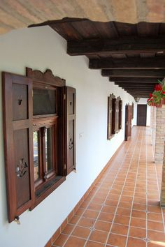 Spanish Hacienda Homes, Mediterranean Style Homes, House Windows, Facade House, German Houses, Modern Farmhouse Living Room Decor, Timber House, Spanish House, Dream Decor