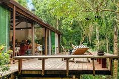 """Conheça a casa """"in natura"""" assinada por Vania Chene - Modern Jungle House, Forest House, House In The Woods, My House, Future House, Wooden House, Tropical Houses, Cabin Homes, Style At Home"""