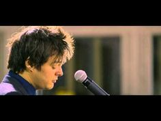 Jamie Cullum - 'Pure Imagination' from Willy Wonka [Live at Abbey Road] ... great jazzy vocal and piano from one so young