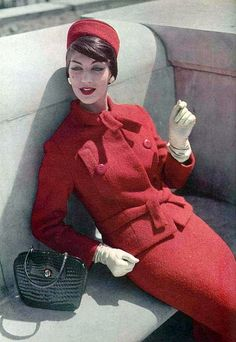 1957 Jean Patou Always love red! Women's vintage fashion photography photo image red wool suit jacket skirt pillbox hat woven black purse boxy cut late jackie o looks Moda Vintage, Moda Retro, Vintage Mode, Vintage Hats, Retro Vintage, Vintage Fashion 1950s, Sixties Fashion, Vintage Couture, Retro Fashion
