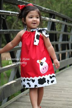 Super Cute Girl Cow farm pillowcase dress or Halter style dress - kiddie clothes - Kids Style Toddler Dress, Baby Dress, Toddler Girl, Little Girl Dresses, Girls Dresses, Lace Dresses, Cotton Dresses, Baby Sewing, Dress Patterns