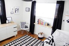 Modern #blackandwhite Baby Nursery - love the mix of patterns in this mod room! #pishposhbaby