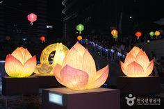SEOUL LANTERN FESTIVAL Yeon Deung Hoe (Lotus Lantern Festival) (연등회)