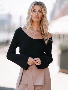 3 Colors Sexy Short Knitted Sweater Women Autumn Winter Flare Sleeve  Pullover 2017 Fashion Off Shoulder V-Neck Sweater One Size 5a52d7ca5