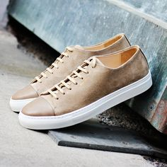 Axel Arigato sand low sneaker with a classic design, handcrafted with premium Italian materials. #axelarigato #sneakers #mensfashion
