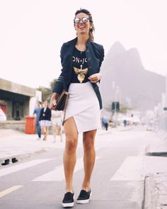 Segunda-feira com produção inspiração total by @carolbassibrand da minha Fhits influencer carioquíssima @luizabsobral! E a dica do dia: essas e outras peças incríveis já estão à venda na nossa Fhits Pop Up Store #BrazilFashionBridge e no top e-commerce carioca @shoplixmix! Uma ótima semana a todos!  #FhitsRio #FhitsNoGrandHyatt