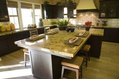Awesome Pinned for the purpose of showing the island. Wide and long kitchen island fill in the extra wide layout of this kitchen space. The post Pinned for the purpose of showing the island. Wide and long kitchen is… appeared first on Dol Decor . Kitchen Island With Seating For 6, Kitchen With Long Island, Long Kitchen, New Kitchen, Kitchen Islands, Kitchen Wood, Custom Kitchens, Cool Kitchens, Espresso Kitchen Cabinets