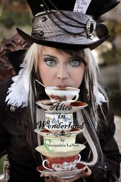 alice in wonderland steampunk Mad Hatter Party, Mad Hatter Tea, Mad Hatters, Cosplay Costumes, Halloween Costumes, Party Costumes, Halloween 2018, Folk Costume, Halloween Makeup