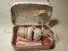 bit french, le french, sewing box, button, altoid tin, french sew, alter tin, altered tins, alter altoid