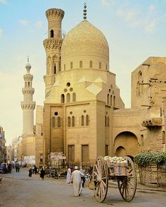 Cairo, Egypt 1977 - street scene with mosque and big-wheel donkey cart..   1977= the year of my first visit to Egypt ❤️