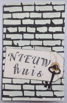 De sleutel tot je nieuwe huis. Achtergrond gemaakt van gesso.