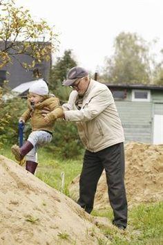 El cuidado de los nietos puede generar una sobrecarga de actividad en los abuelos que podría afectar a organismo. http://www.farmaciafrancesa.com