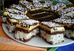 Grated cake with curd cheese Top-Rezepte.de – Rezepte Kuchen – Grated cake with curd cheese Top-Rezepte. Czech Desserts, No Bake Desserts, Dessert Recipes, Pineapple Recipes, Foods With Gluten, Chocolate Peanut Butter, Chocolate Desserts, Bread Baking, Sweet Recipes
