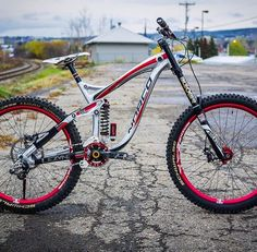 Really nice Norco DH!