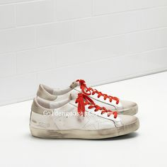 Golden Goose Pas Cher - Basket Golden Goose Super Star In Blanche Calf  Leather With Openwork Star And Rouge Laces Homme Soldes 06962e6c2dcf