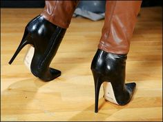42 Upcoming Fashion Shoes For College Tight High Boots, Black High Heels, High Heel Boots, Heeled Boots, Shoes For College, Black Stiletto Heels, Sexy Heels, High Leather Boots, Fashion Shoes