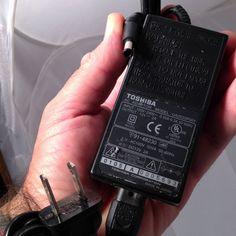 Toshiba UA2035P001 12V 2A DC 12volt Power Supply Adapter