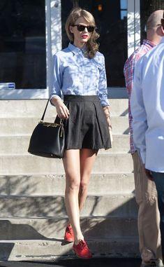 Taylor Swift. Mini Skirt and Oxford Flats