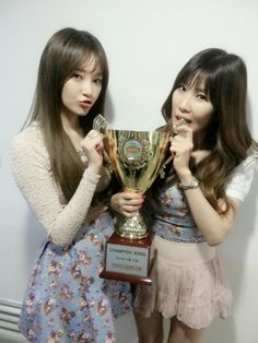 """Davichi win their first 'Show Champion' trophy with """"Turtle"""""""
