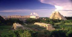 Durante esta época de la cultura maya, los centros del poder religioso, comercial y burocrático crecieron para convertirse en increíbles ciudades como la preclásica El Mirador, la mayor del clásico Tikal y las posclásicas Chichén Itzá y Uxmal.