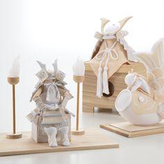 【クーナセレクトだけの特別特典付き】白のグラデーションが美しい、ちりめん細工の兜やこいのぼり。和室にも洋室にも飾りやすく、初節句のお祝いにぴったりです。節句飾り 白粋(HAKI)の商品詳細ページです。 Japanese Style, Kids Room, Display, Seasons, Child's Room, Traditional, Dolls, Drawings, Interior