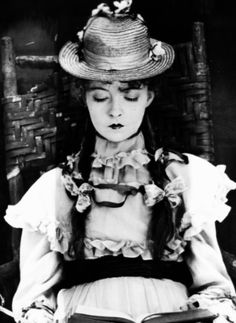 Lillian Gish as 'Jennie Timberlake' - A Romance of Happy Valley - Directed by D. Griffith, 1919 [Still] Golden Age Of Hollywood, Vintage Hollywood, Classic Hollywood, Hollywood Icons, Dorothy Gish, Lillian Gish, Silent Film Stars, Movie Stars, Book Art