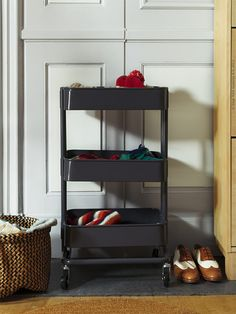 TOUCH esta imagen by IKEA Sverige I want a bunch of these rolling carts in different colors. Ikea Hall, Raskog Ikea, Ikea Inspiration, Scrapbook Supplies, Shoe Rack, Rolling Carts, Vanity, Organization, Touch
