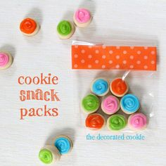 Simple and cute {recipe and tutorial}: Cookie snack packs. Cookie Desserts, Cupcake Cookies, Sugar Cookies, Cupcakes, Marshmallow Crafts, Party Dishes, Best Cookie Recipes, Bake Sale, Cookie Decorating