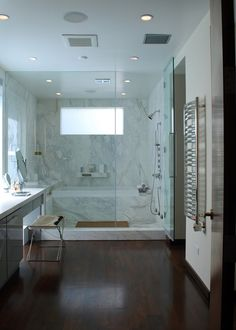 30 Bathrooms with Elegant Marble Accents - Inspiration