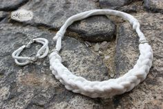 White bracelet and necklace crocheted with tshirt yarn and beads #handmade #crochet #trapillo