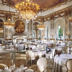 Restaurant Le Meurice at Le Meurice Hotel (Paris) Restaurant France, Classic Restaurant, Luxury Restaurant, Restaurant Lighting, Restaurant Interiors, Restaurant Ideas, Restaurant Design, Paris Hotels, Hotel Paris