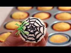 She Draws Circles on Her Cupcake to Make the Creepiest Halloween Treat