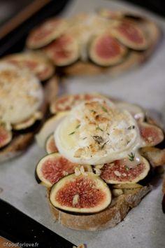 Tartines aux Figues et Cabécou - Tartines Chèvre, Miel et Amandes effilées - Tartines Pommes, Camembert, Lardons, Miel et Gruyère.