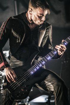 Apprenez à jouer de la guitare basse comme Christopher Wolstenholme de Muse sur MyMusicTeacher.fr
