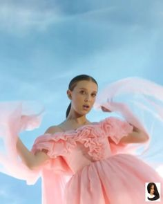 Like something flung from a cotton candy dream. Millie Bobby Brown Oficial at th. Like something flung from a cotton candy dream. Millie Bobby Brown Oficial at the Stranger Things 3 premiere. (🎥 by Dyan Jong for Stranger Things Premiere, Stranger Things Actors, Bobby Brown Stranger Things, Stranger Things Season 3, Stranger Things Aesthetic, Stranger Things Funny, Stranger Things Netflix, Millie Bobby Brown, Celebs