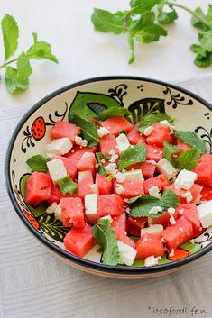 BBQ watermeloen met feta en munt salade - It's a food life BBQ watermeloen, feta en munt Pureed Food Recipes, Pasta Salad Recipes, Healthy Salad Recipes, Bbq Salads, A Food, Food And Drink, Mint Salad, Superfood Salad, Bacon