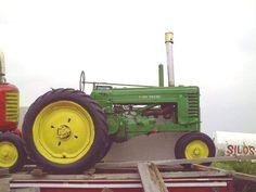 Old John Deere tractors Old John Deere Tractors, Jd Tractors, Welding Rigs, Antique Tractors, Celebrity Travel, Car Wheels, Heavy Equipment, Military Vehicles, Art Quotes