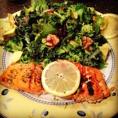 Salmon with Walnut Kale Salad   - 4-6 oz. of Wild Caught Salmon seasoned with fresh herbs and lemon  - 2 cups of Kale and Spinach   - 5 walnuts sliced in half  - 1/2 cucumber   - 1/4 cup of steamed broccoli   - Lemon vinaigrette     **Grill Salmon on George Foreman Grill and squeeze fresh lemon     #dormlife #healthymeals #healthydinner #stoveless #eatclean