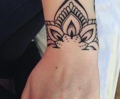Mandala Wrist Tattoo, Wrist Band Tattoo, Cuff Tattoo, Tattoo Bracelet, Forearm Tattoos, Piercing Tattoo, Body Art Tattoos, Hand Tattoos, Cool Tattoos