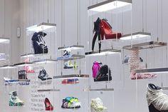 """A Galeria Melissa de Londres apresenta a mostra""""21 Fashion Designers by Melissa"""", com sapatos customizados... Mais"""