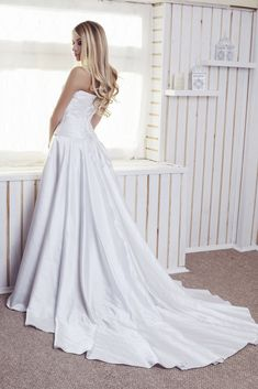 Excellent Wedding Dresses Collections For Your Own Inspirations Now! Visit Our Website To Find Our Superb Wedding Dresses Pictures.