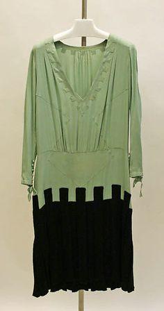 Ensemble  Designer: Edward Molyneux  Date: 1929 Culture: French Medium: wool, silk Accession Number: C.I.65.47.9a, b