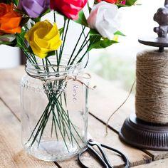 Abbiamo sempre sognato di fare i fioristi... o perlomeno di avere qui in negozio un angolino pieno di creature petalose e profumate! Grazie a @fiorigami, il nostro desiderio si é avverato e finalmente abbiamo modo di dare sfogo alla fantasia preparando mazzi e bouquet di fiori per la #festadellamamma! Elimina commentofiorigamiAllora il sogno di vivere in mezzo a mazzi di fiori è comune 😍😍