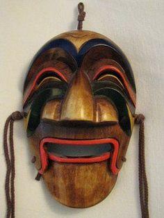 Yangban, the cheerful aristocrat character in Korean mask-dancing.
