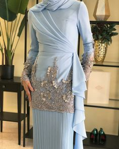 Abaya Fashion, Muslim Fashion, Modest Fashion, Fashion Dresses, 80s Fashion, Fashion Trends, Hijab Evening Dress, Hijab Dress Party, Designer Anarkali Dresses
