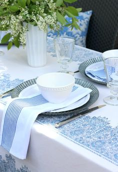 Ideas for putting together a casual outdoor brunch table setting - Satori Design for Living