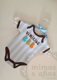 Enfeite de porta para maternidade personalizado com o nome do bebê e nas cores de sua decoração. Obs. Os papéis são importados, sujeitos a alteração. R$90,00